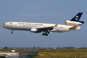 HZ-HM7 - Saudi Arabia - Royal Flight McDonnell Douglas MD-11