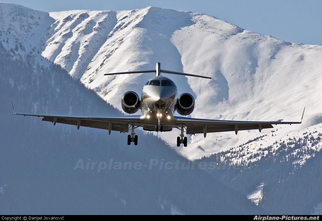 Amira Air OE-HII aircraft at Innsbruck