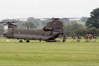 ZD982 - Royal Air Force Boeing Chinook HC.2