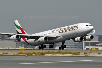 A6-ERT - Emirates Airlines Airbus A340-300