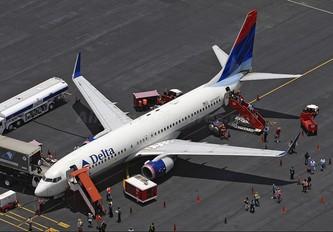 N3748Y - Delta Air Lines Boeing 737-800