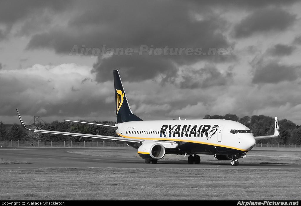 Ryanair EI-EFL aircraft at Edinburgh