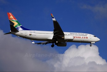 ZS-SJI - South African Airways Boeing 737-800