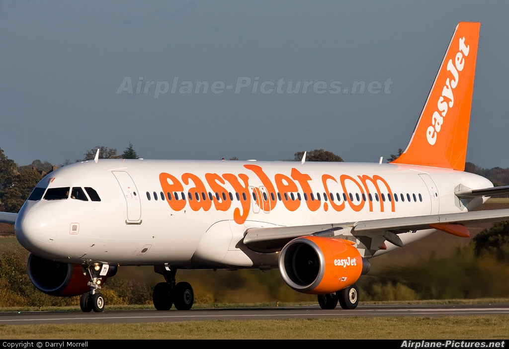 easyJet G-EZTI aircraft at London - Luton