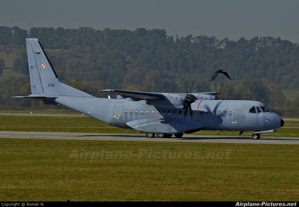Poland - Air Force 016 aircraft at Kraków - John Paul II Intl