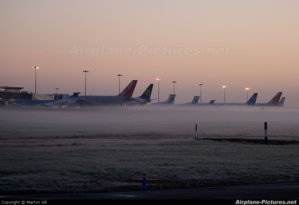 - Airport Overview - aircraft at Leeds Bradford