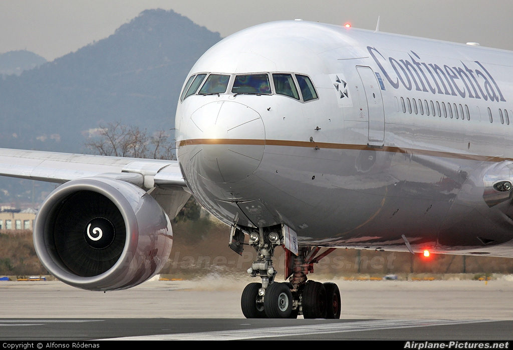 Continental Airlines N76151 aircraft at Barcelona - El Prat