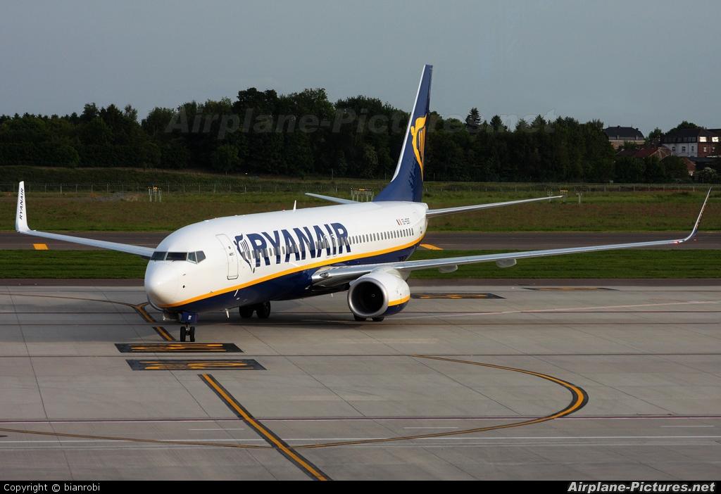 Ryanair EI-EBT aircraft at Charleroi