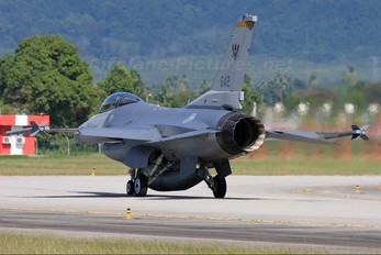 642 - Singapore - Air Force General Dynamics F-16C Fighting Falcon
