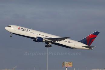 N1201P - Delta Air Lines Boeing 767-300ER