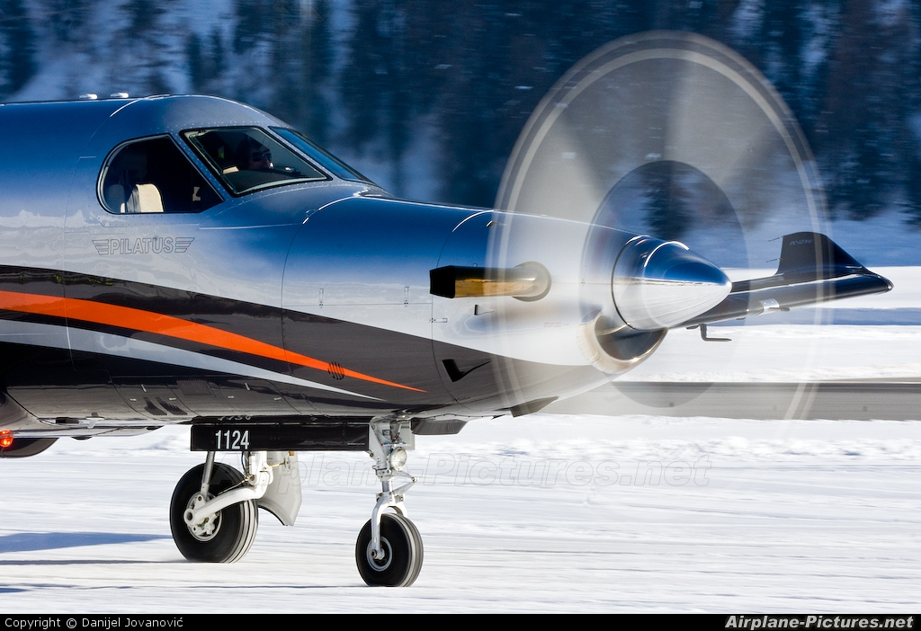 Private N7274L aircraft at Samedan - Engadin