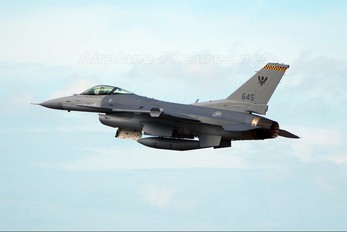 645 - Singapore - Air Force General Dynamics F-16C Fighting Falcon