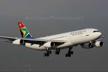 ZS-SLF - South African Airways Airbus A340-200