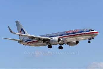N977AN - American Airlines Boeing 737-800