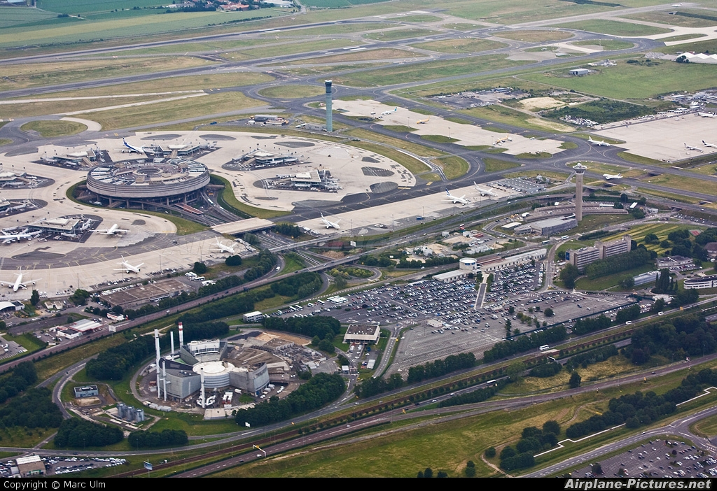 - Airport Overview - aircraft at Paris - Charles de Gaulle