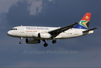 ZS-SFF - South African Airways Airbus A319
