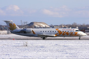 C-FEJA - Air Canada Jazz Canadair CL-600 CRJ-200