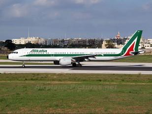 I-BIXU - Alitalia Airbus A321