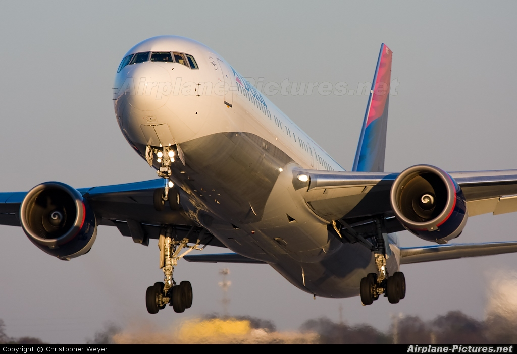 Delta Air Lines N176DN aircraft at Atlanta - Hartsfield-Jackson Intl