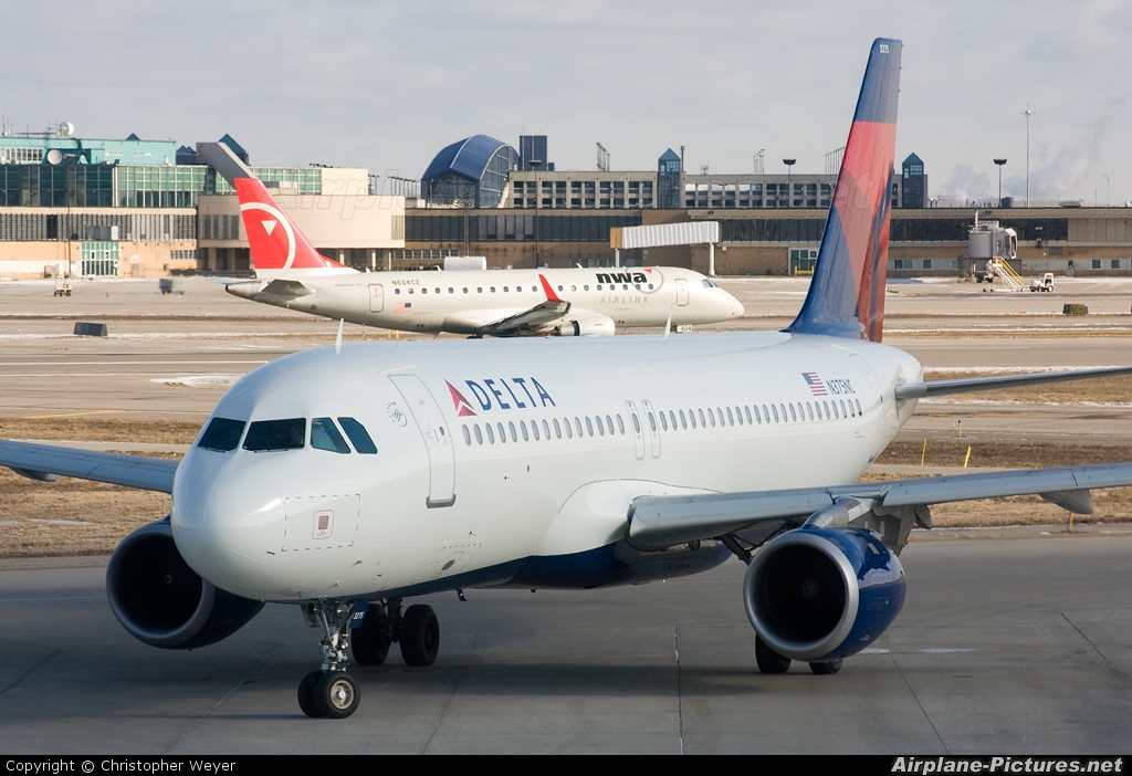 Delta Air Lines N375NC aircraft at Detroit - Metropolitan Wayne County
