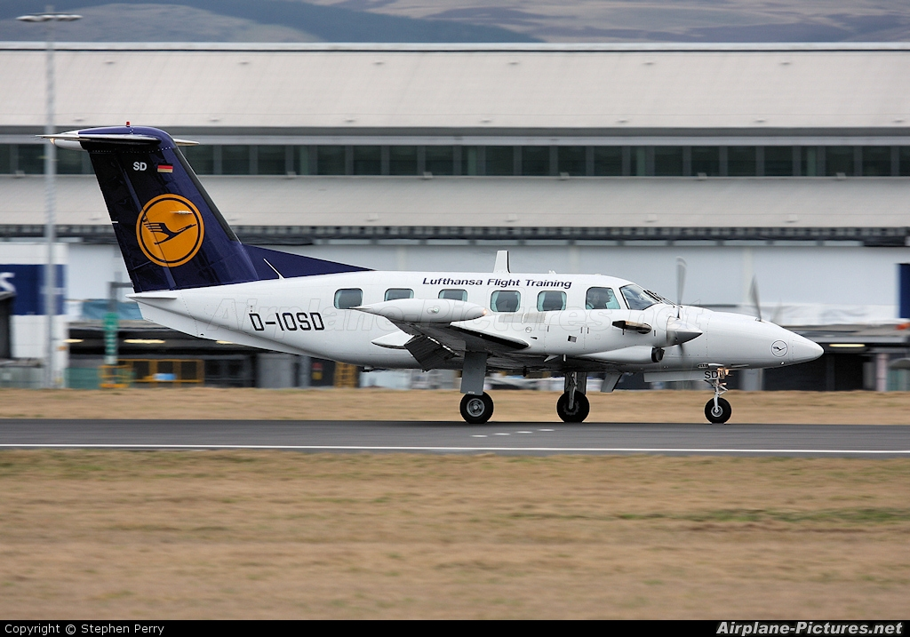 d iosd lufthansa flight training piper pa 42 cheyenne at edinburgh photo id 37978 airplane. Black Bedroom Furniture Sets. Home Design Ideas