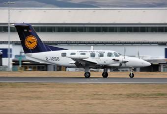 D-IOSD - Lufthansa Flight Training Piper PA-42 Cheyenne