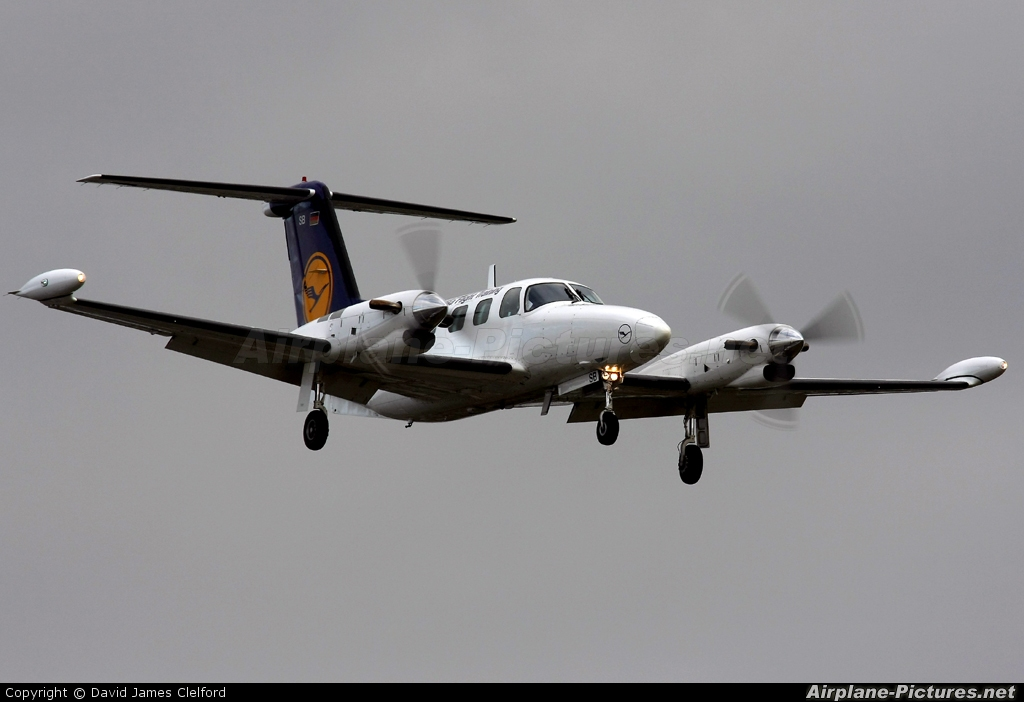 d iosb lufthansa flight training piper pa 42 cheyenne at lyneham photo id 38095 airplane. Black Bedroom Furniture Sets. Home Design Ideas