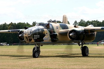 HB-RDE - Jet Alpine Fighters North American B-25J Mitchell