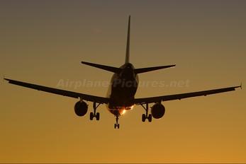 - - Clickair Airbus A320