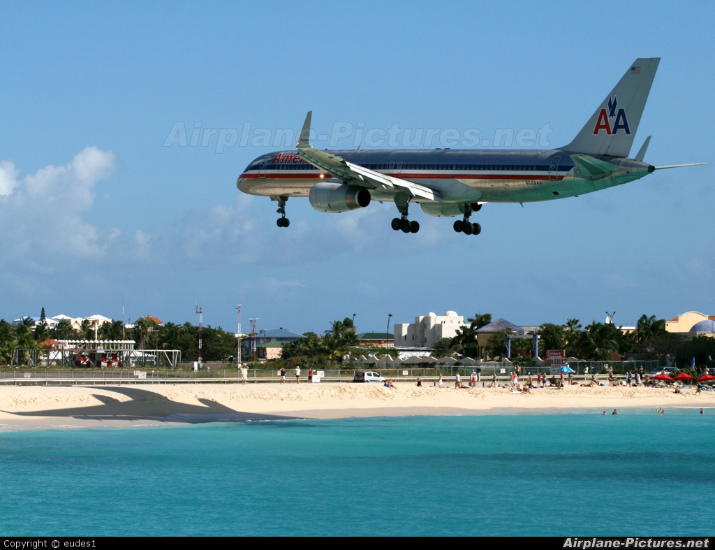 American Airlines N668AA aircraft at Sint Maarten - Princess Juliana Intl