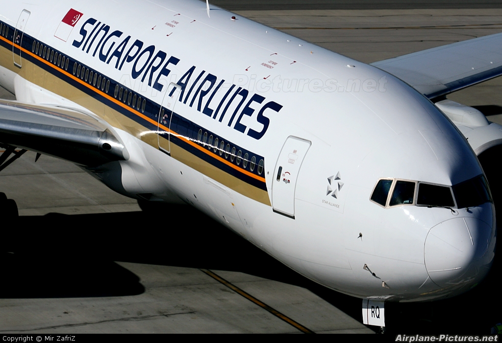 Singapore Airlines 9V-SRQ aircraft at Perth, WA