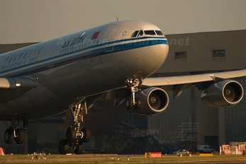 - - Air China Airbus A340-300