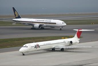 JA8260 - JAL - Express McDonnell Douglas MD-81