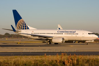 N15710 - Continental Airlines Boeing 737-700