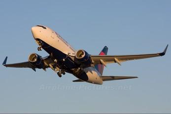 N301DQ - Delta Air Lines Boeing 737-700