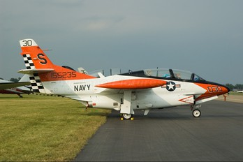 N27WS - Private North American T-2B Buckeye