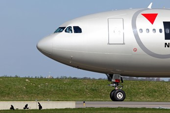 N818NW - Northwest Airlines Airbus A330-300