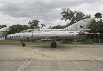 4820 - Czech - Air Force Mikoyan-Gurevich MiG-21US