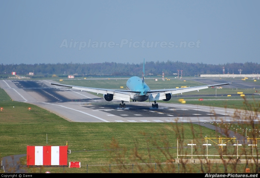 Korean Air HL7575 aircraft at Prague - Václav Havel