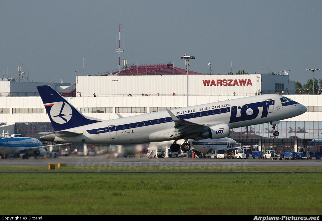 LOT - Polish Airlines SP-LIE aircraft at Warsaw - Frederic Chopin