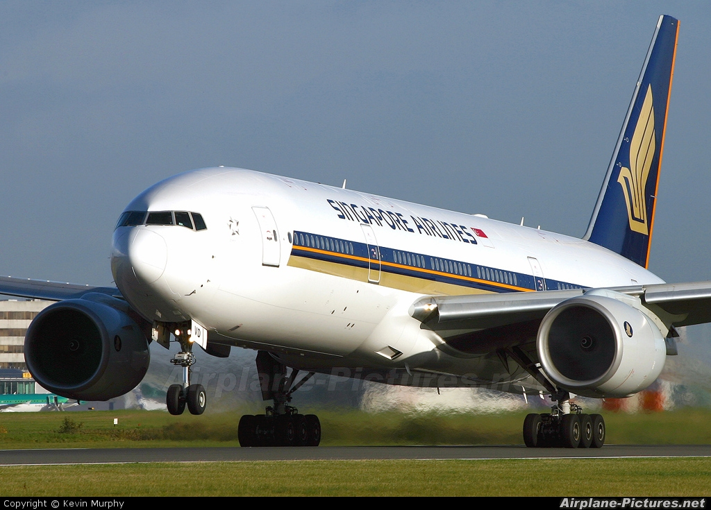 Singapore Airlines 9V-SVD aircraft at Manchester