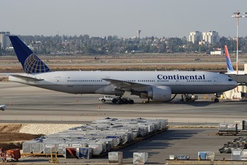 N76010 - Continental Airlines Boeing 777-200ER