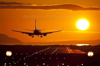 - - Ryanair Boeing 737-800