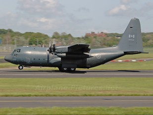 130332 - Canada - Air Force Lockheed CC-130H Hercules