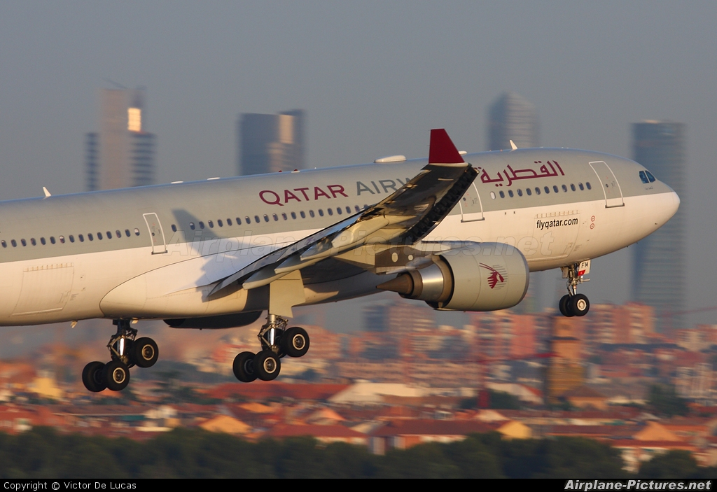 A7 afm qatar airways airbus a330 200 at madrid barajas for Oficina qatar airways madrid
