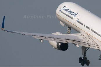 N13113 - Continental Airlines Boeing 757-200