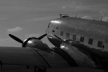 N47HL - Private Douglas DC-3