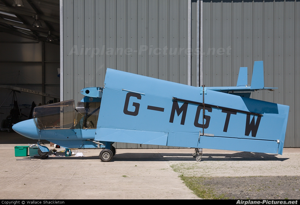 Private G-MGTW aircraft at Thornhill