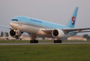 HL7715 - Korean Air Boeing 777-200ER aircraft