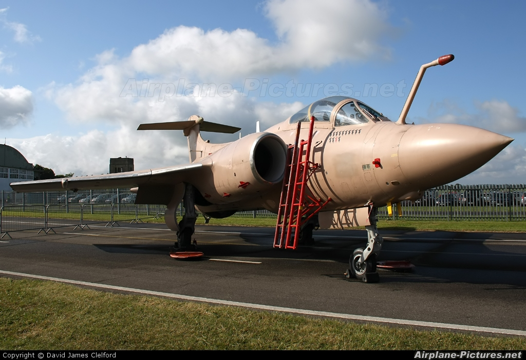Royal Air Force XX889 aircraft at Kemble
